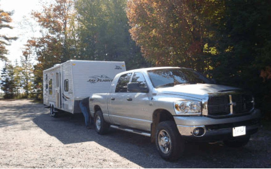 Pros and Cons of travel trailers (And comparison to motorhomes)