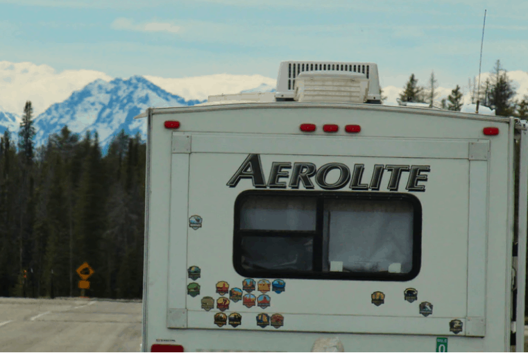 a roof mounted ac on rv