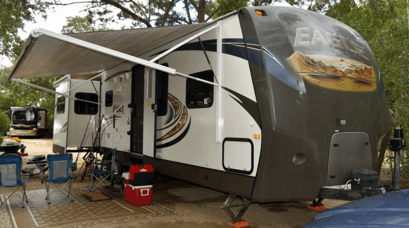 fifth wheel with its awning extended